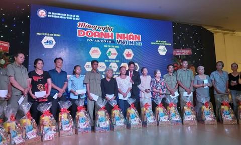 Hội Doanh nghiệp quận Gò Vấp và Báo Công an TPHCM tặng quà người nghèo
