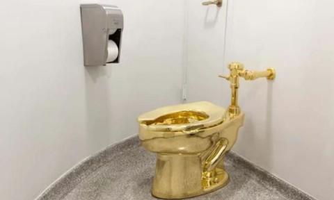 Bắt ba nghi phạm trộm toilet vàng trong cung điện Anh