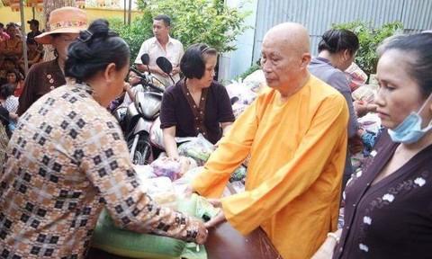 Trưởng lão hòa thượng Thích Viên Giác luôn hướng về người nghèo