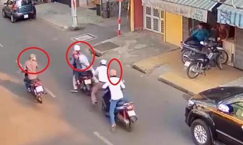 """Tái diễn kịch bản """"đụng xe, móc túi"""" ở Sài Gòn"""