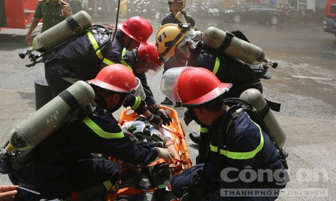"""2.000 người tháo chạy khỏi """"đám cháy"""" trong toà nhà cao gần 70 tầng ở Sài Gòn"""