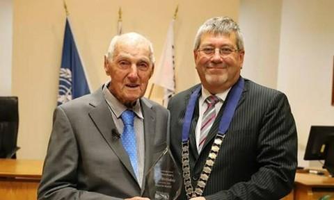 Cụ ông 107 tuổi tiết lộ bí quyết sống trường thọ