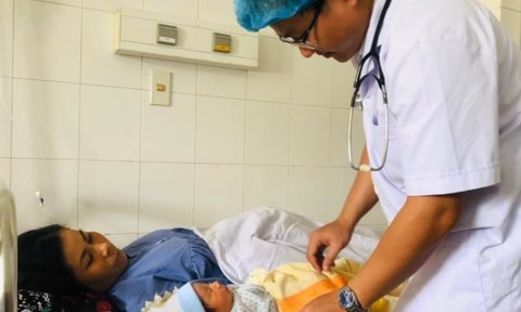 Cứu sống mẹ con thai phụ nguy kịch do sốt xuất huyết