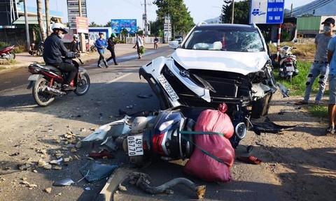 Kinh hoàng xe ben tông hàng loạt xe máy và ô tô, 2 người thương vong