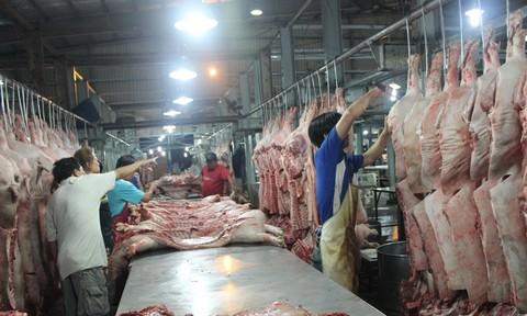 Các bà nội trợ sốc với giá thịt heo tăng chóng mặt