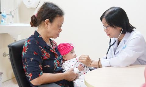 Dấu hiệu nhận biết sốt siêu vi và sốt xuất huyết ở trẻ em