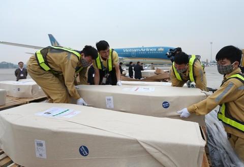 Thi hài các nạn nhân đã về đến sân bay Nội Bài