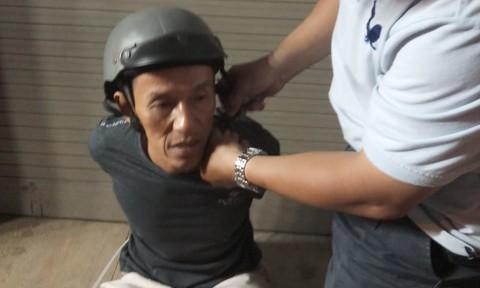 """Vạch trần thủ đoạn """"cắt hàng"""" giữa đường ở Sài Gòn"""