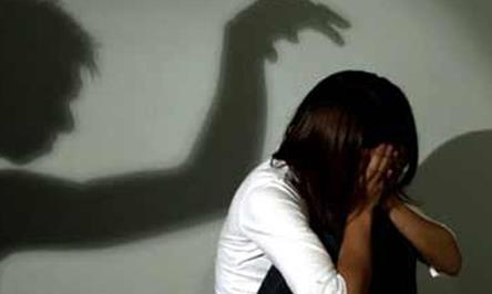 Lợi dụng vợ vắng nhà, cha dượng xâm hại con riêng của vợ