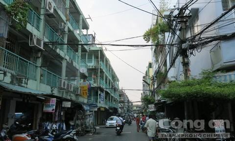 Dây điện chằng chịt, rối như tơ vò rất nguy hiểm về cháy nổ ở chung cư Nguyễn Thiện Thuật