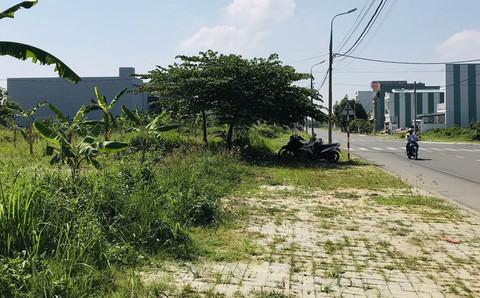 Bà Thuận cùng các đối tượng lừa bán đất Khu dân cư Nam Cẩm Lệ và 121 lô đất đường Đô Đốc Lân (phường Hòa Xuân, quận Cẩm Lệ, TP.Đà Nẵng) cho khách hàng.
