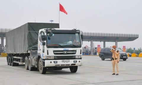 Ra quân tổng kiểm soát xe khách, xe container và xe máy