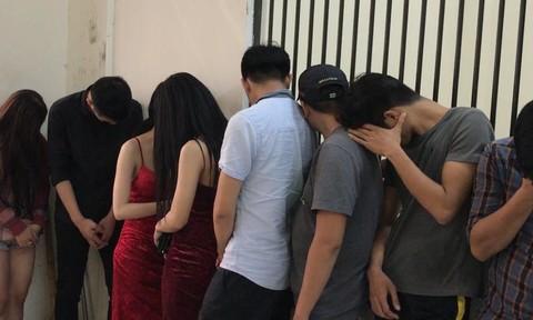 """Nhiều """"dân chơi"""" phê ma túy trong quán bar ở Sài Gòn"""