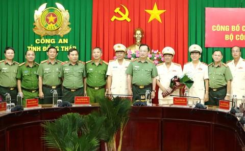 Thượng tướng Nguyễn Văn Thành cùng Ban giám đốc Công an tỉnh Đồng Tháp và Vĩnh Long.
