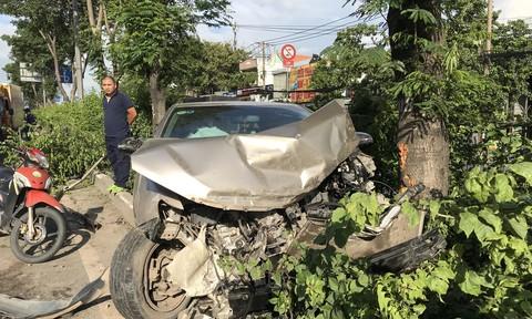 """Kinh hoàng ô tô Camry """"đại náo"""" trên quốc lộ 1 ở Sài Gòn"""