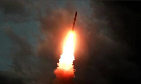 Triều Tiên tiếp tục phóng tên lửa ra biển khi Nhật – Hàn xung đột