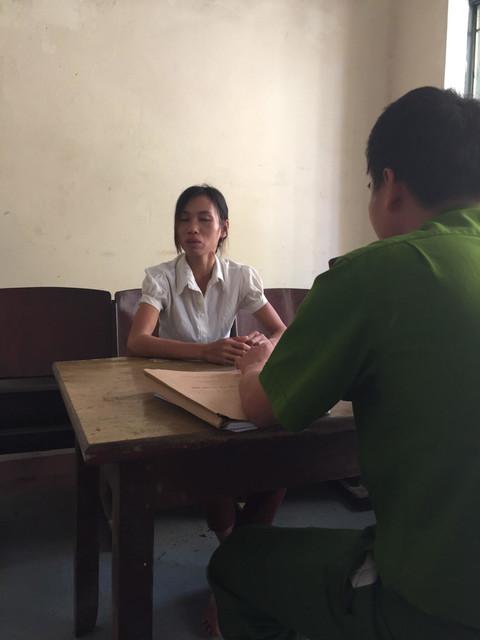 Kết quả hình ảnh cho nữ công an bị đối tướng nhiễm hiv cắn