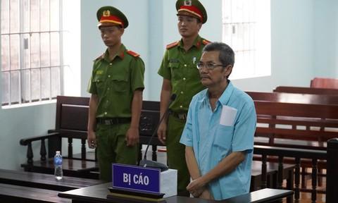 """Thầy dạy nhạc """"nựng"""" 3 nữ học sinh lãnh 5 năm tù"""