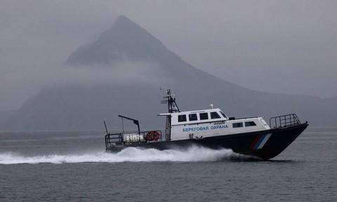 Tàu cá Triều Tiên tấn công khiến 3 lính tuần duyên Nga bị thương