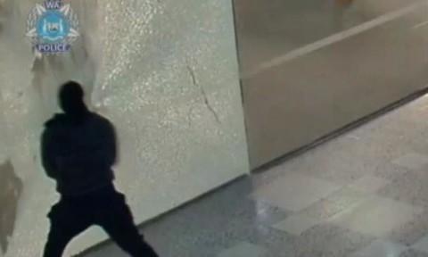 Nhóm thanh niên cướp hai cửa hàng Apple ở Úc