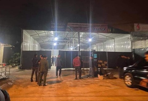 Xưởng sửa chữa xe T.H. nơi xảy ra vụ nổ súng đặc biệt nghiêm trọng trong đêm.