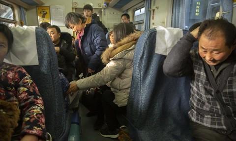 """Người Trung Quốc bắt đầu đợt """"Xuân Vận"""" về quê ăn Tết"""