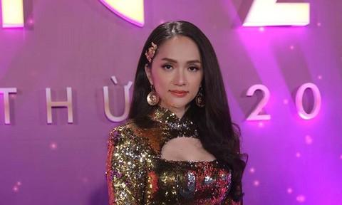 Hoa hậu Hương Giang quyến rũ với đầm ánh kim