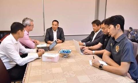HLV Nishino vẫn được kí tiếp hợp đồng sau chuỗi thành tích kém