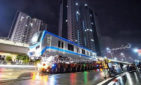 Loạt ảnh xe siêu trường siêu trọng đưa các toa tàu metro về depot Long Bình