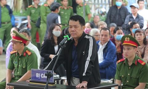 Giám đốc rút súng dọa bắn người đi đường lĩnh 18 tháng tù