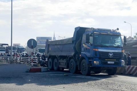 Vụ xe ben chống lệnh CSGT trên cầu Đồng Nai: Xe ben chở quá tải trọng 53%