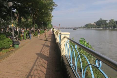 Tập thể dục, nhiều người tá hỏa phát hiện thi thể nam giới trôi sông Sài Gòn