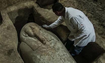 """Quan tài """"thần bầu trời Horus"""" trong mộ cổ 3000 năm tuổi ở Ai Cập"""