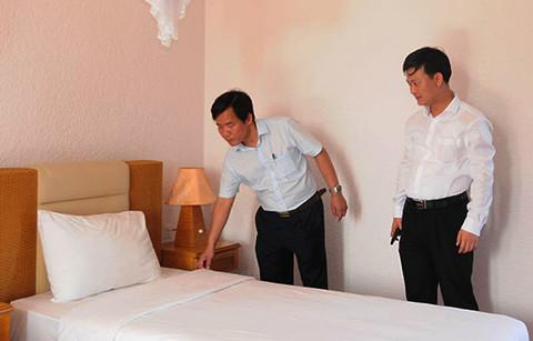 Ông Nguyễn Văn Phương - Phó Chủ tịch UBND tỉnh Thừa Thiên – Huế kiểm tra công tác chuẩn bị tiếp nhận và cách ly tại Sun And Sea Resort.