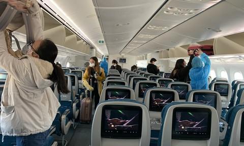 Xem xét nới lỏng xuất nhập cảnh, nối lại một số đường bay quốc tế