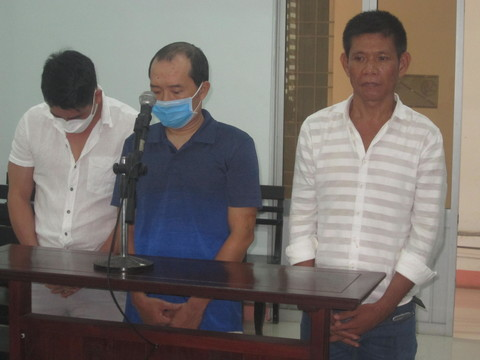 Bị cáo Thiện, Việt, Thuyết tại tòa.