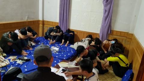 Hiện trường Công an bắt quả tang 21 thanh niên tụ tập sử dụng ma tuý
