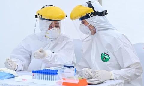 Bé trai 1 tuổi nhiễm Covid-19 là ca bệnh 328 tại Việt Nam