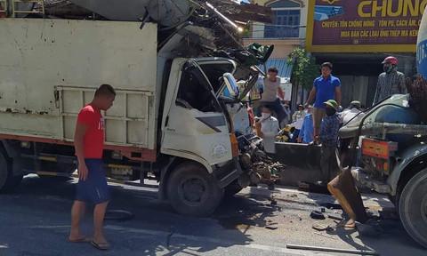 Xe tải tông xe bồn, Cảnh sát phải cưa cabin đưa tài xế ra ngoài