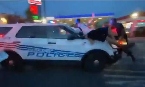 Clip cảnh sát Mỹ lao xe vào đám đông biểu tình