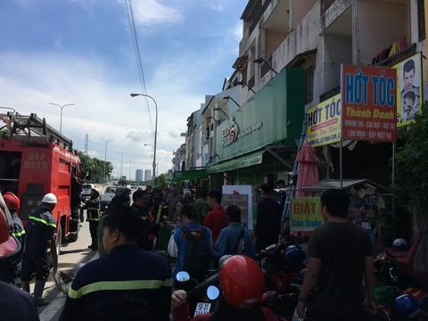 Cháy khu nhà trọ sinh viên, nhiều người được giải thoát