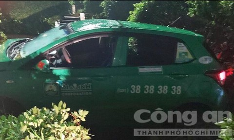 Truy đuổi kẻ cướp taxi ở Sài Gòn, lái xe chạy trốn lên Bình Dương