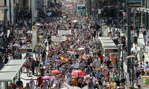 Hàng ngàn người Đức biểu tình phản đối chống dịch nCoV vì... mất tự do