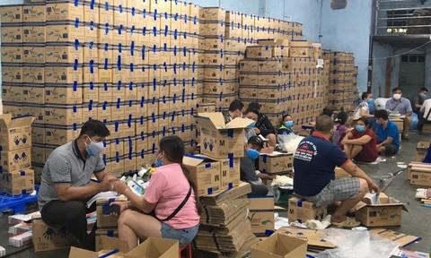 TPHCM: Phá đường dây sản xuất găng tay y tế giả cực lớn
