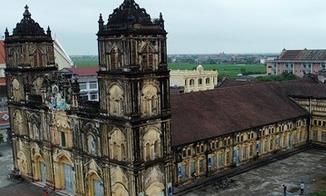 Video khoảnh khắc hai tháp chuông nhà thờ Bùi Chu được hạ giải