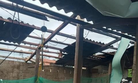 TT-Huế: Một phường có gần 1.500 ngôi nhà bị tốc mái do bão số 5