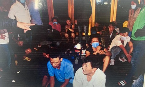 Phá sòng bạc tại khu phố Tây ở Sài Gòn, kẻ cầm đầu có 16 tiền án tiền sự