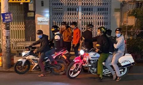 """Nổ súng vây bắt nhóm """"quái xế"""" lúc rạng sáng ở Sài Gòn"""