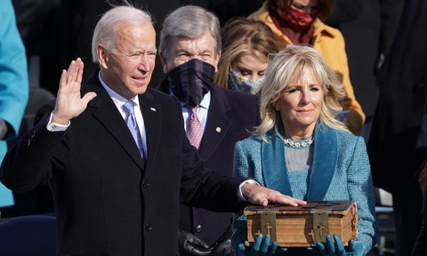 """Biden cam kết là """"tổng thống của toàn dân"""" trong lễ tuyên thệ"""