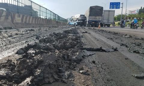 Xe cứu hộ trượt bùn đất va chạm xe tải, siêu xe 4 tỷ đồng hư hỏng